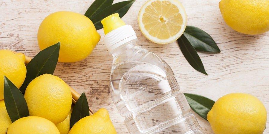 Água com limão em jejum: 3 mitos e 2 verdades