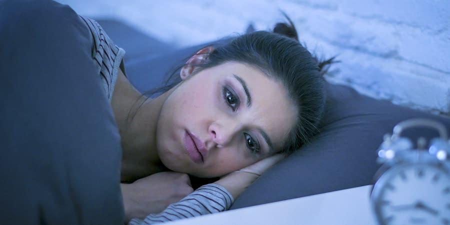 Será que dormir com fome emagrece? Confira bons motivos para não fazer disso um hábito