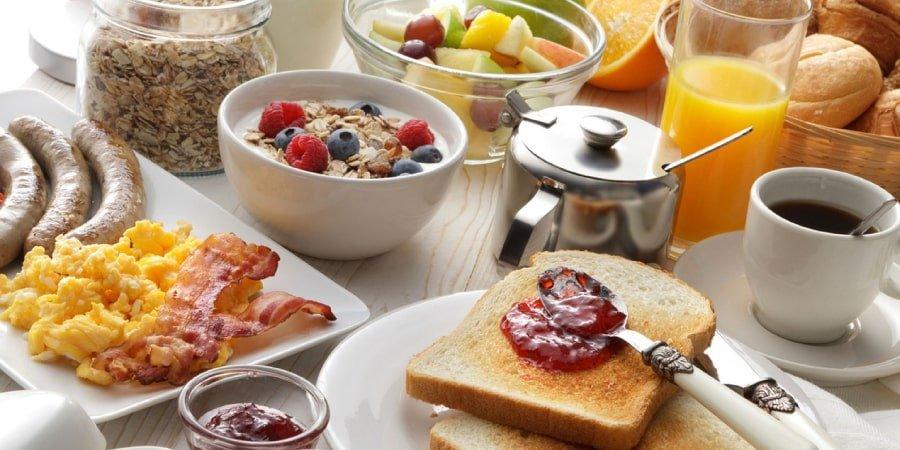 O que comer no café da manhã? Dicas e mitos revelados