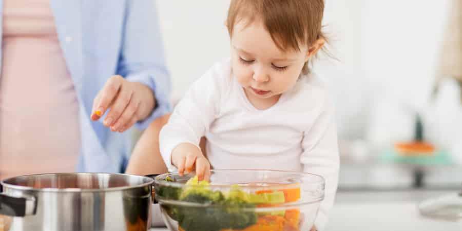 6 dicas para fazer papinha de bebê (sem passar o dia inteiro na cozinha)